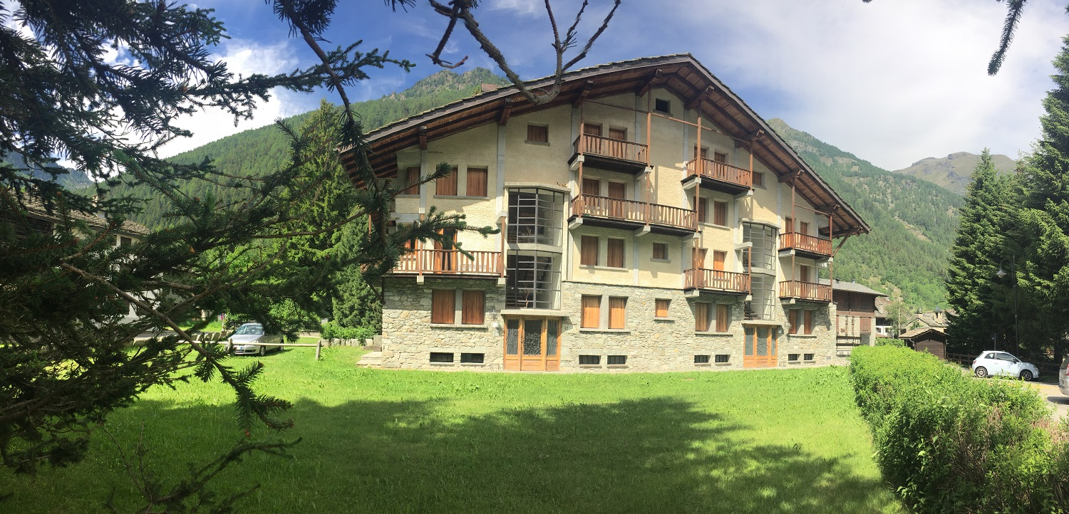AMPIO QUADRILOCALE A GRESSONEY