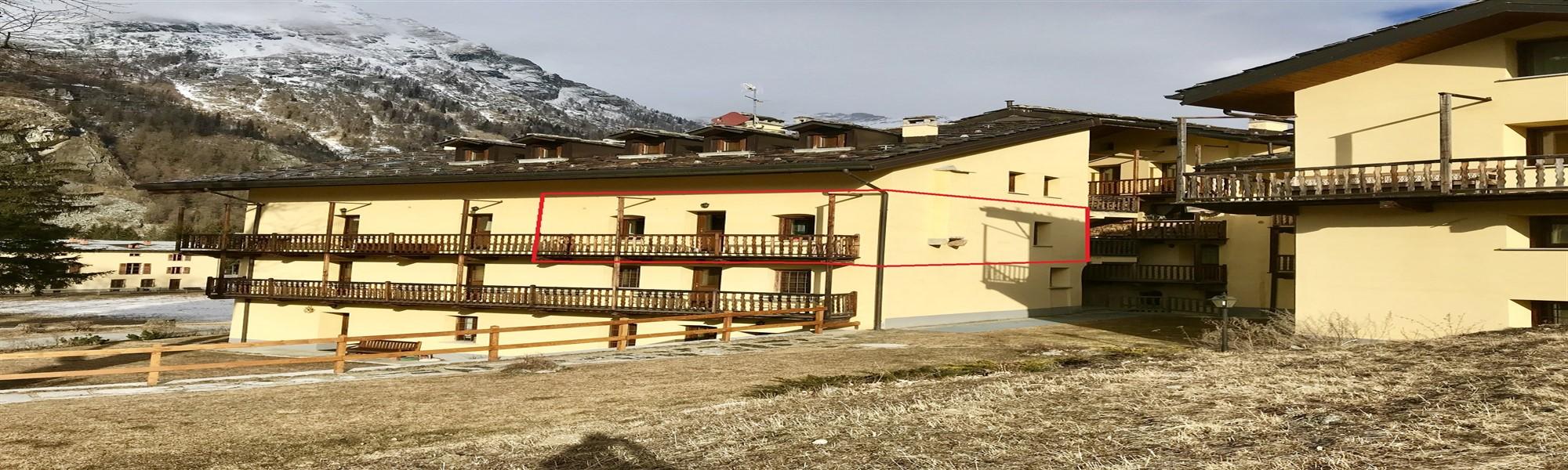 VENDITA BILOCALE IN STABILE D'EPOCA A GRESSONEY SAINT JEAN